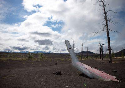 Toter Wald und abgestürtzter Heli, Kamtschatka, Russland