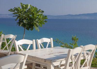 Tisch mit Meerblick, Afytos, Kassandra, Chalkidiki, Griechenland