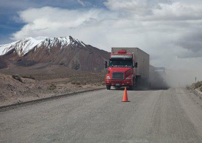 Lastwagen im Staub, Chile