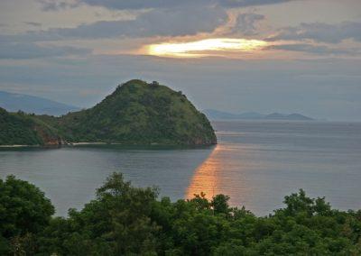 Abendlicher Blick vom Hilltop-Hotel auf Flores, Indonesien