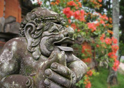 Steinfigur bei einem Händler/Künster, Batuan, Indonesien