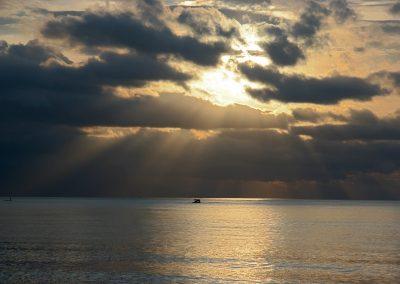 Wolkenstimmung über dem Meer, Indonesien