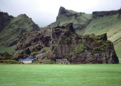Haus am Felsen, Island