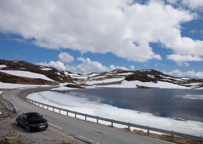 Schnee auf den Bergen, Süd-Norwegen