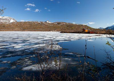 Zugefrohrener See, Norwegen