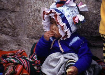 Kind in Tracht, Peru