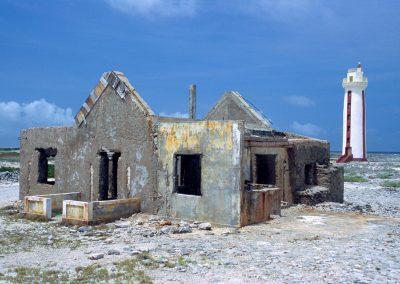 Verfallenes Haus und Leuchtturm, Bonair